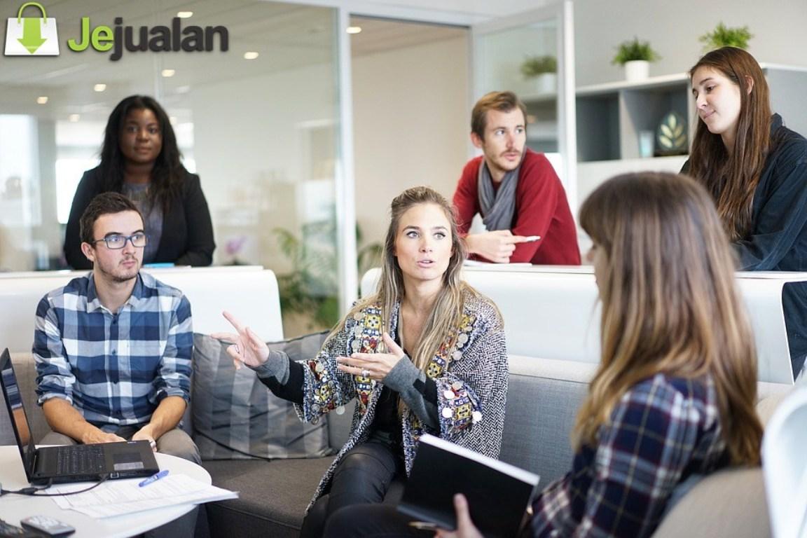Pengaruh Social Media Influencer Bagi Perkembangan Bisnis Anda