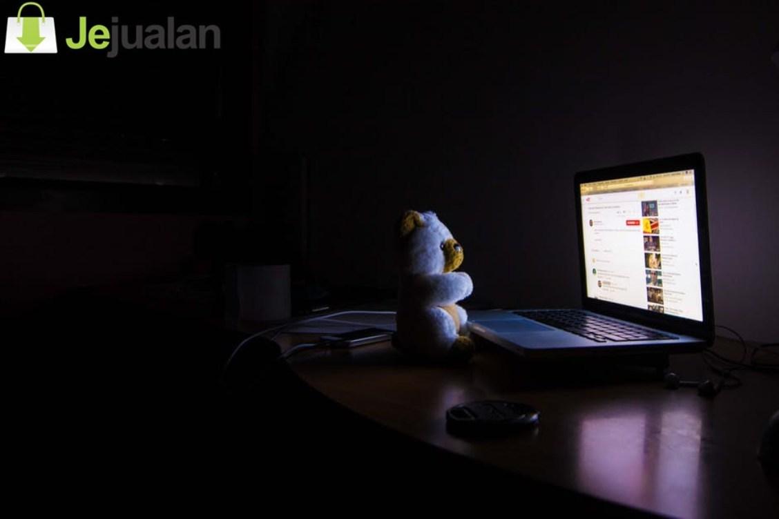 Orang Indonesia Lebih Senang Belanja Online